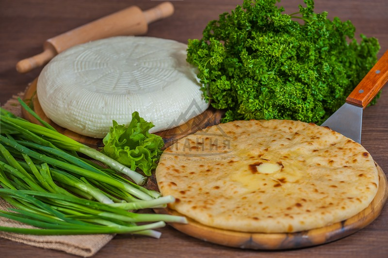 Pie with seasoned Ossetian cheese and greens - alania.com.ua