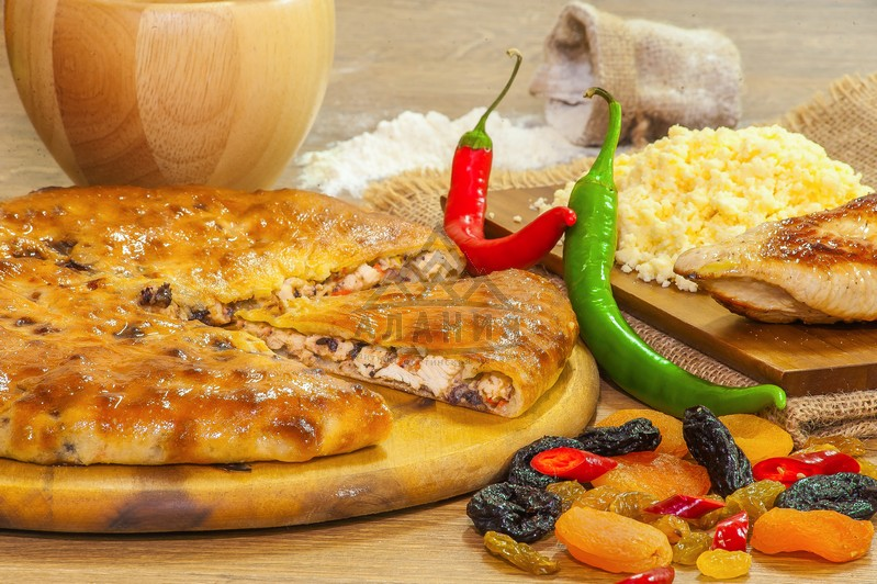 Pie with fillet of home turkey, dried dried fruits, seasoned with Ossetian cheese and hot pepper - alania.com.ua